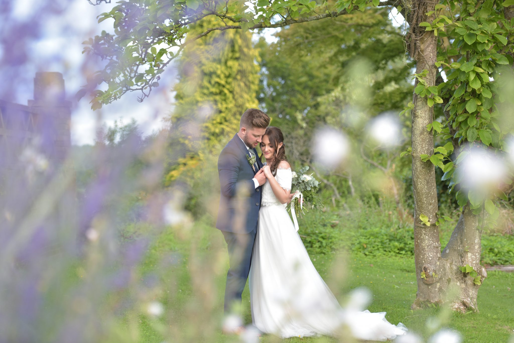 newliwed couple at buxted park