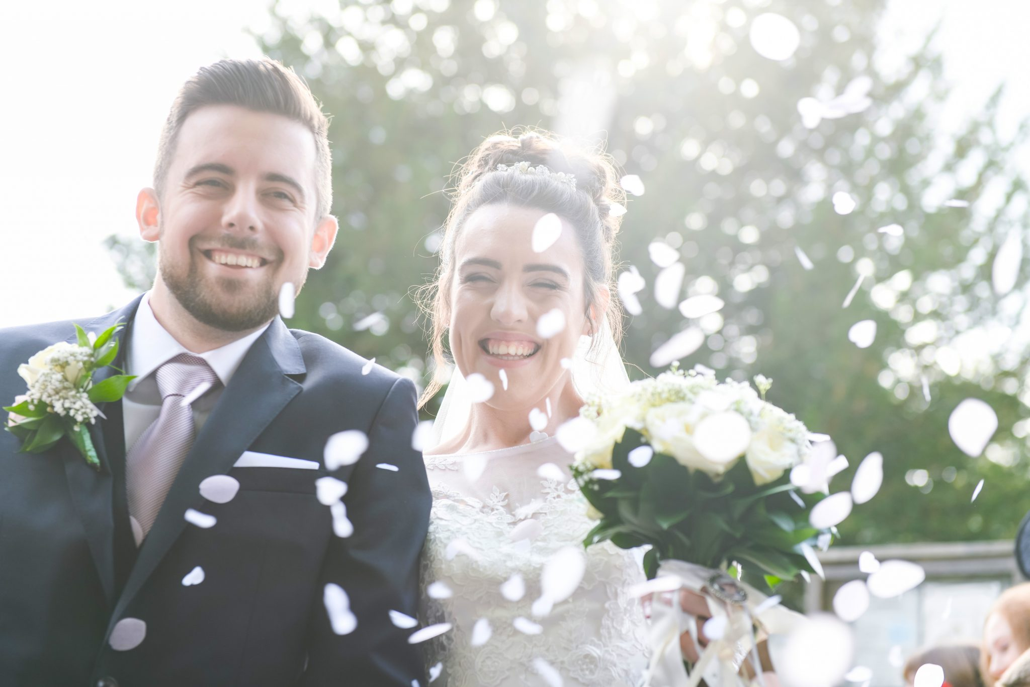 confetti throw in surrey by sussex wedding photographer