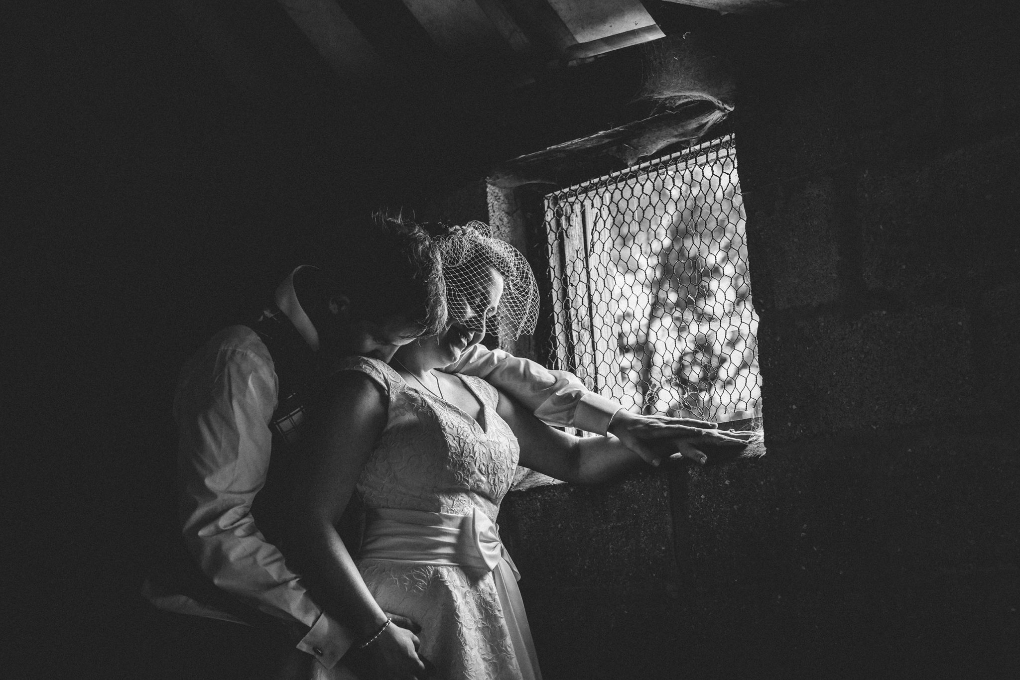 wedding photography at grittenham barn by sussex photographer